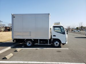 2tトラック横の写真